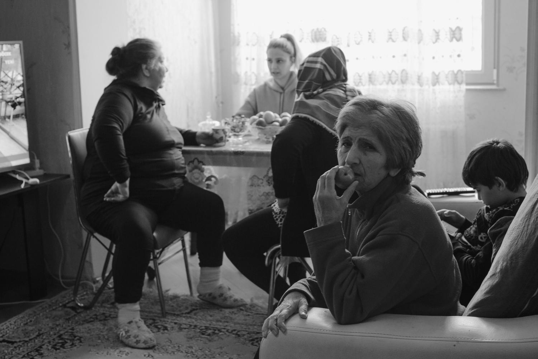 """""""Bizim evimizin qapısı heç zaman bağlı olmazdı, hər zaman açıq idi, çünki bizim evdə həmişə qonaq ol ..."""